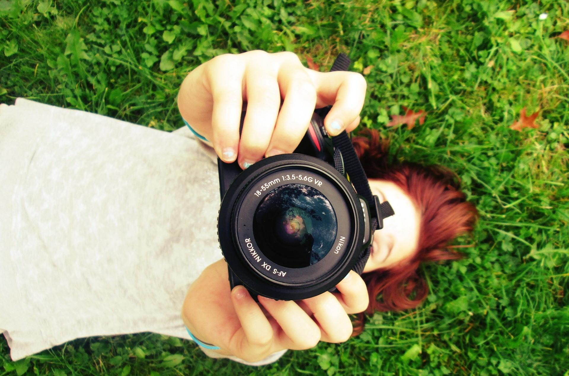 הילד/ה לא עוזב/ת את המצלמה? הסדנא הזו במיוחד בשבילו/ה!! הסדנא מיועדת לבנים ובנות בגיל העשרה שאוהבים לצלם, להצטלם ורוצים ללמוד ולהעשיר את הידע שלהם בצילום תוך התנסות ולמידה אקטיבית וחוויתית. לפרטים הכנסו לקישור: https://lp.vp4.me/8esi