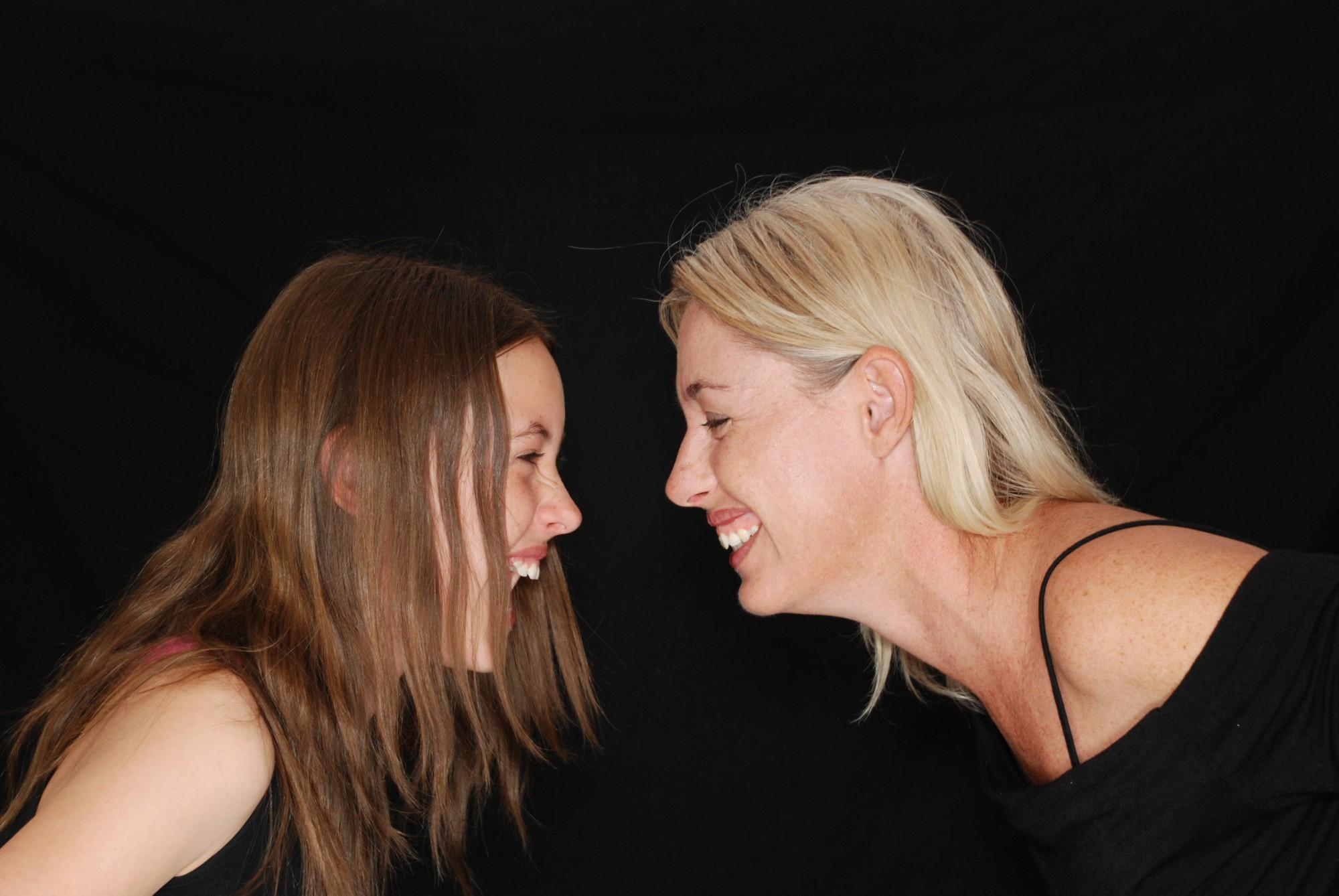 סדנת צילום חוויתית ומעצימה לאמהות ובנות בגיל ההתבגרות התורמת לחיזוק והעמקת הקשר ומעודדת תקשורת הדדית מקרבת.  במהלך הסדנא נלמד טיפים מעולים בצילום, נצלם ונצטלם ונראה את השתקפותינו בעיני בנותינו ולהיפך. נתרגל תקשורת בעזרת צילומים ועוד תרגילים מרתקים.  בסוף הסדנא תזכו להצטלם ביחד בסטודיו ותקבלו תמונות למזכרת.  עלות - 250 ש